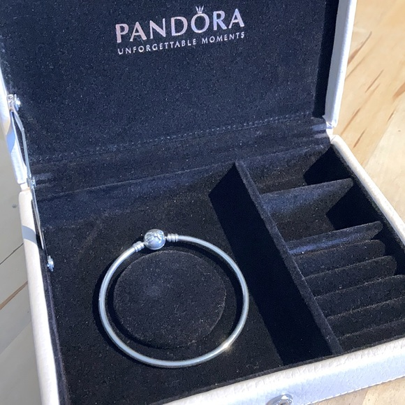 Pandora Dainty Bow silver bangle